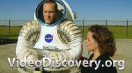 Космический скафандр, дизельные двигатели судов, неоновая реклама